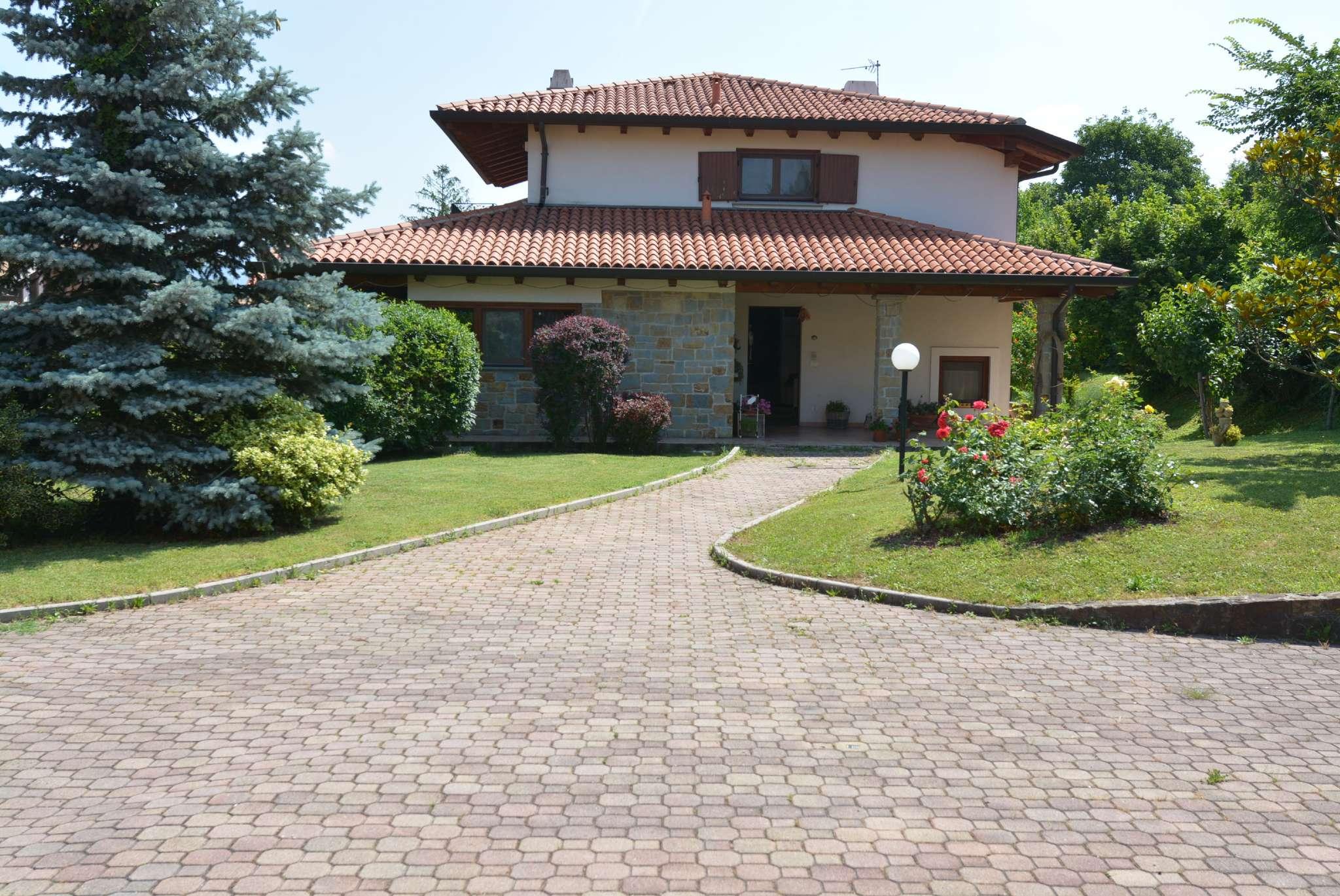 Villa indipendente con ampio giardino e vista mare