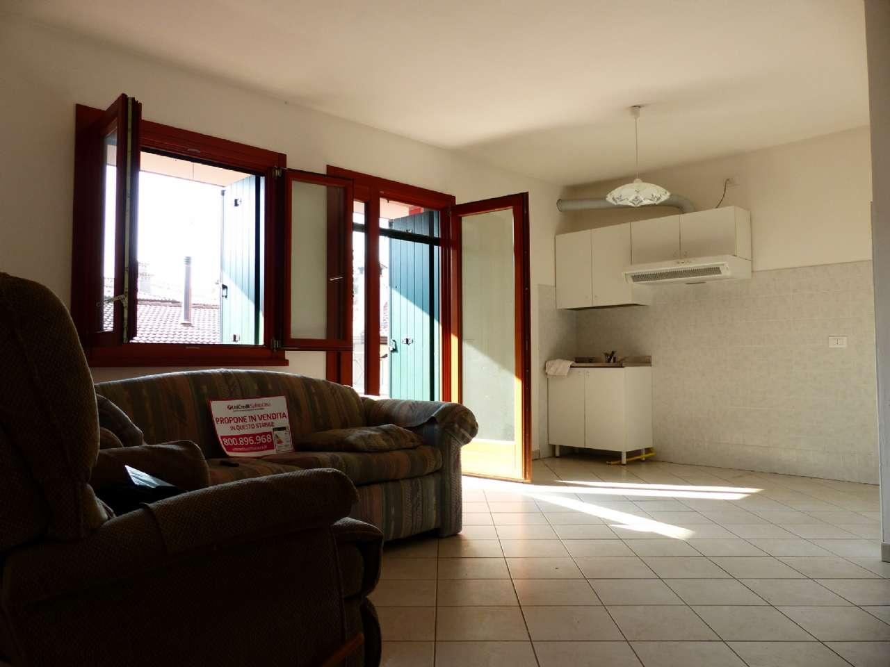Luminoso trilocale con terrazzo, garage e cantina, foto 1