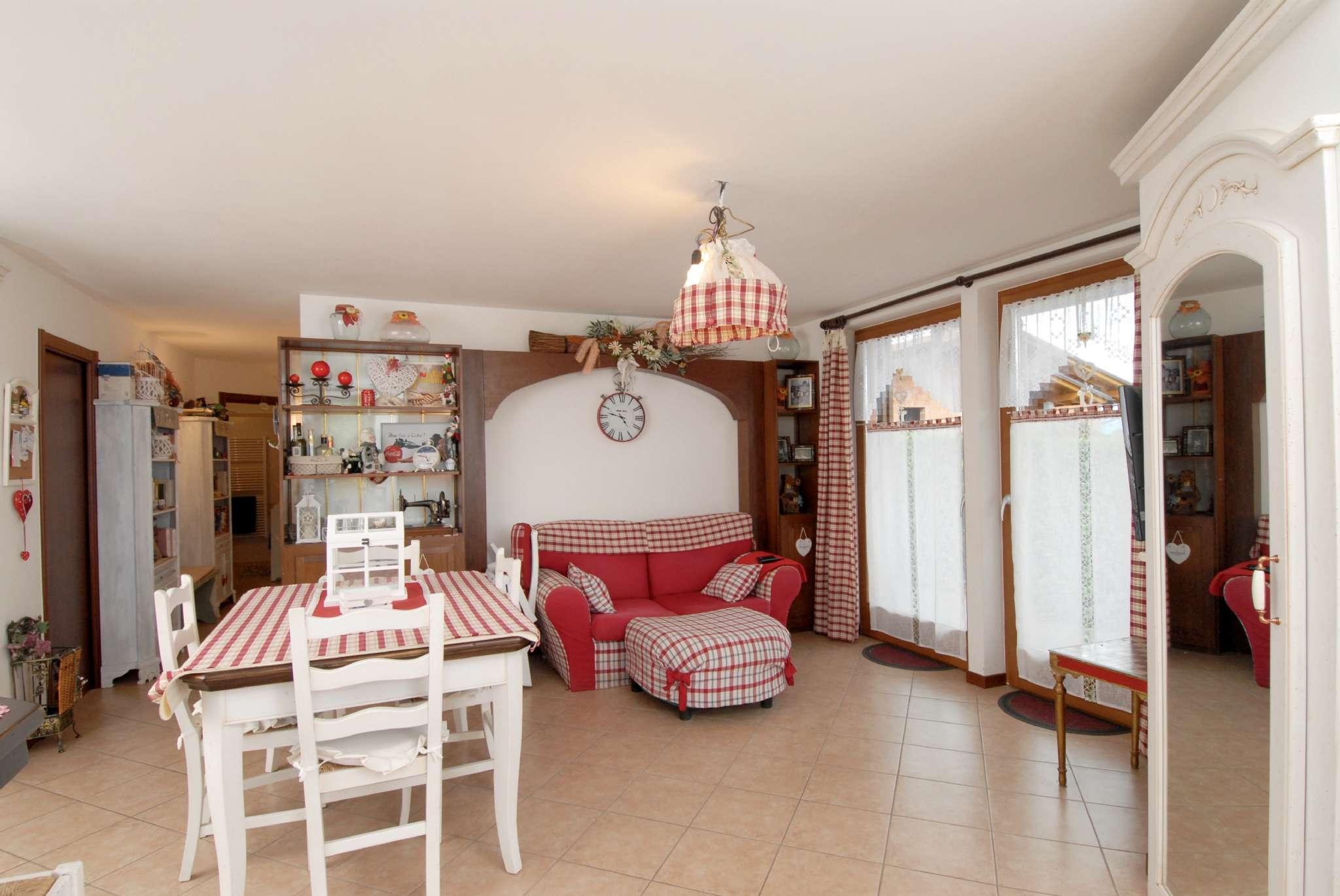 Appartamento in buone condizioni parzialmente arredato in vendita Rif. 7994735