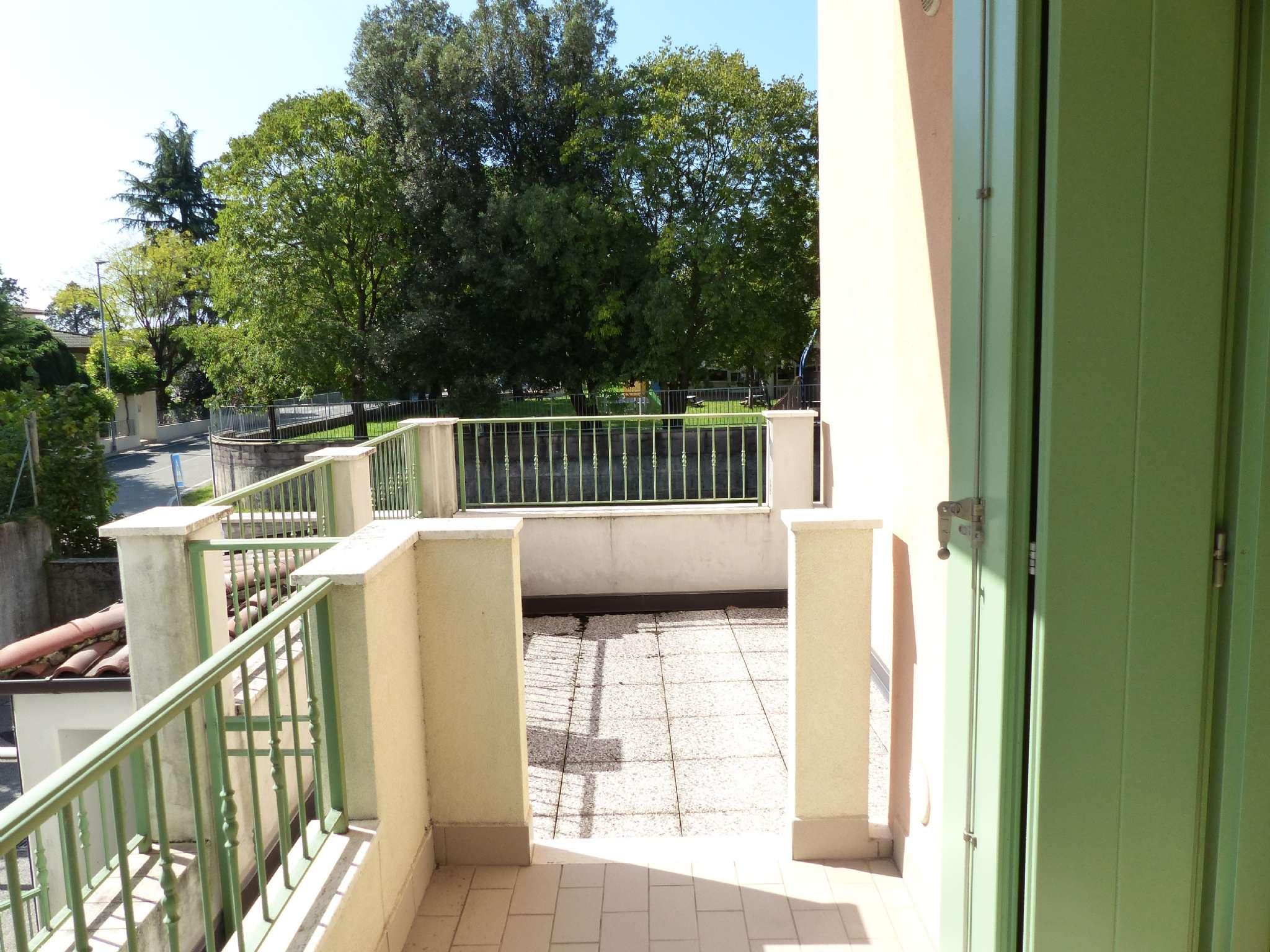Appartamento in ottime condizioni parzialmente arredato in vendita Rif. 7935002