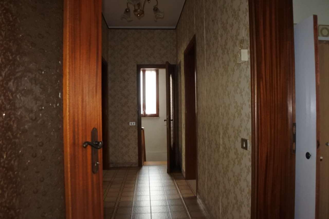 Casa singola su due piani fuori terra con terreno esclusivo, foto 7