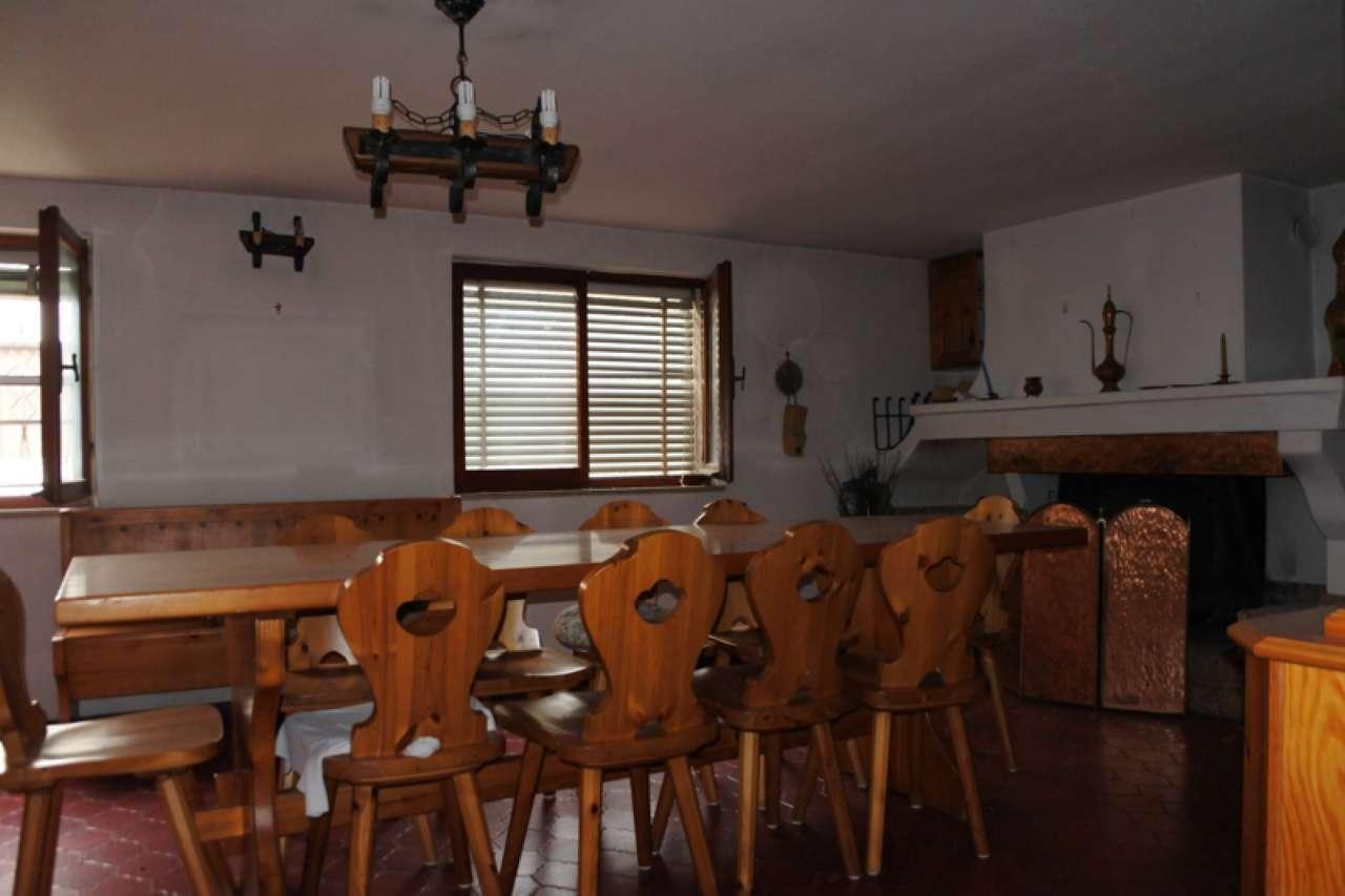 Casa singola su due piani fuori terra con terreno esclusivo, foto 4