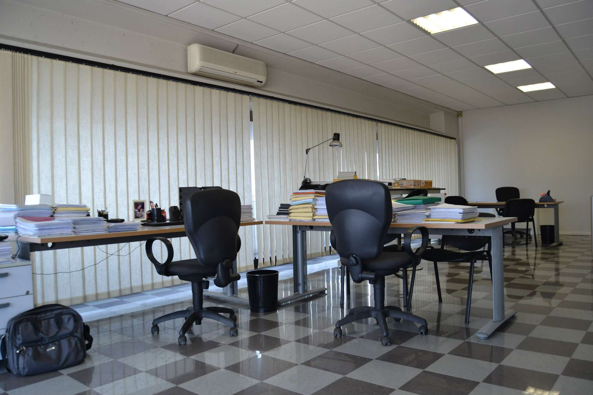 Ampio locale ad uso ufficio con balcone Rif. 8468981