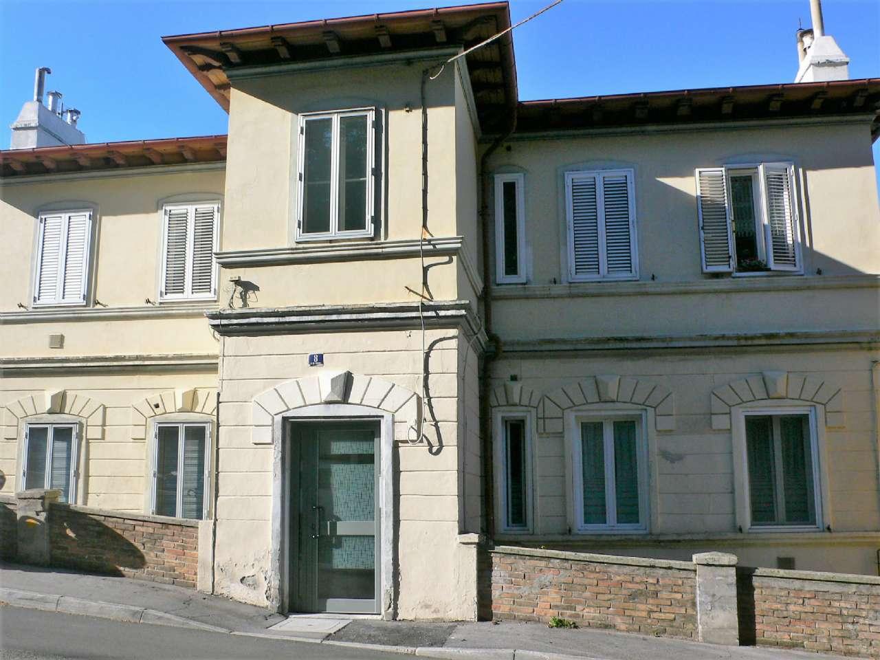 Ampio appartamento in villa con giardino vista golfo e cantina, foto 12