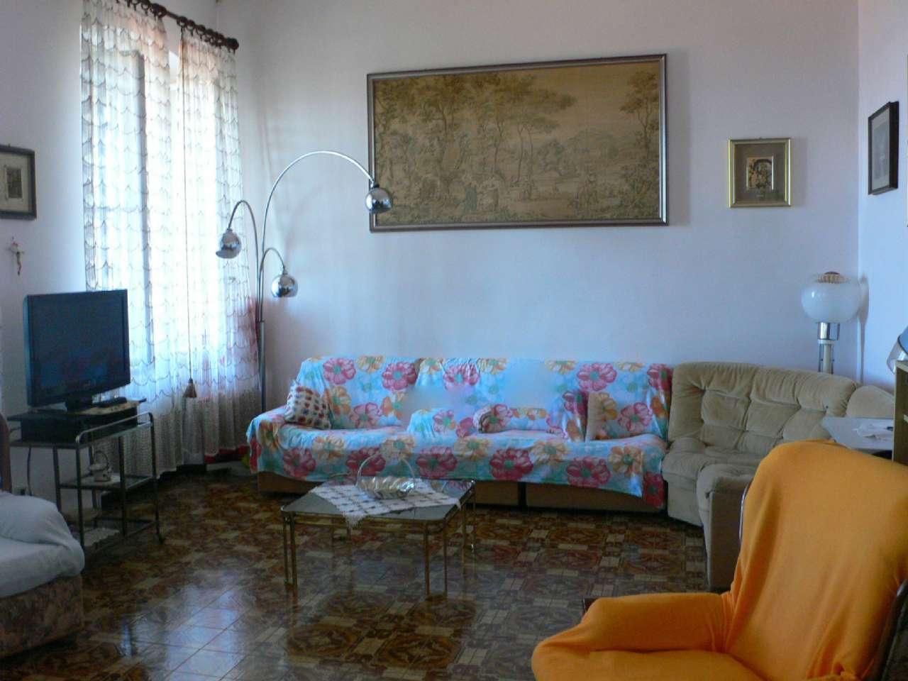 Ampio appartamento in villa con giardino vista golfo e cantina, foto 0