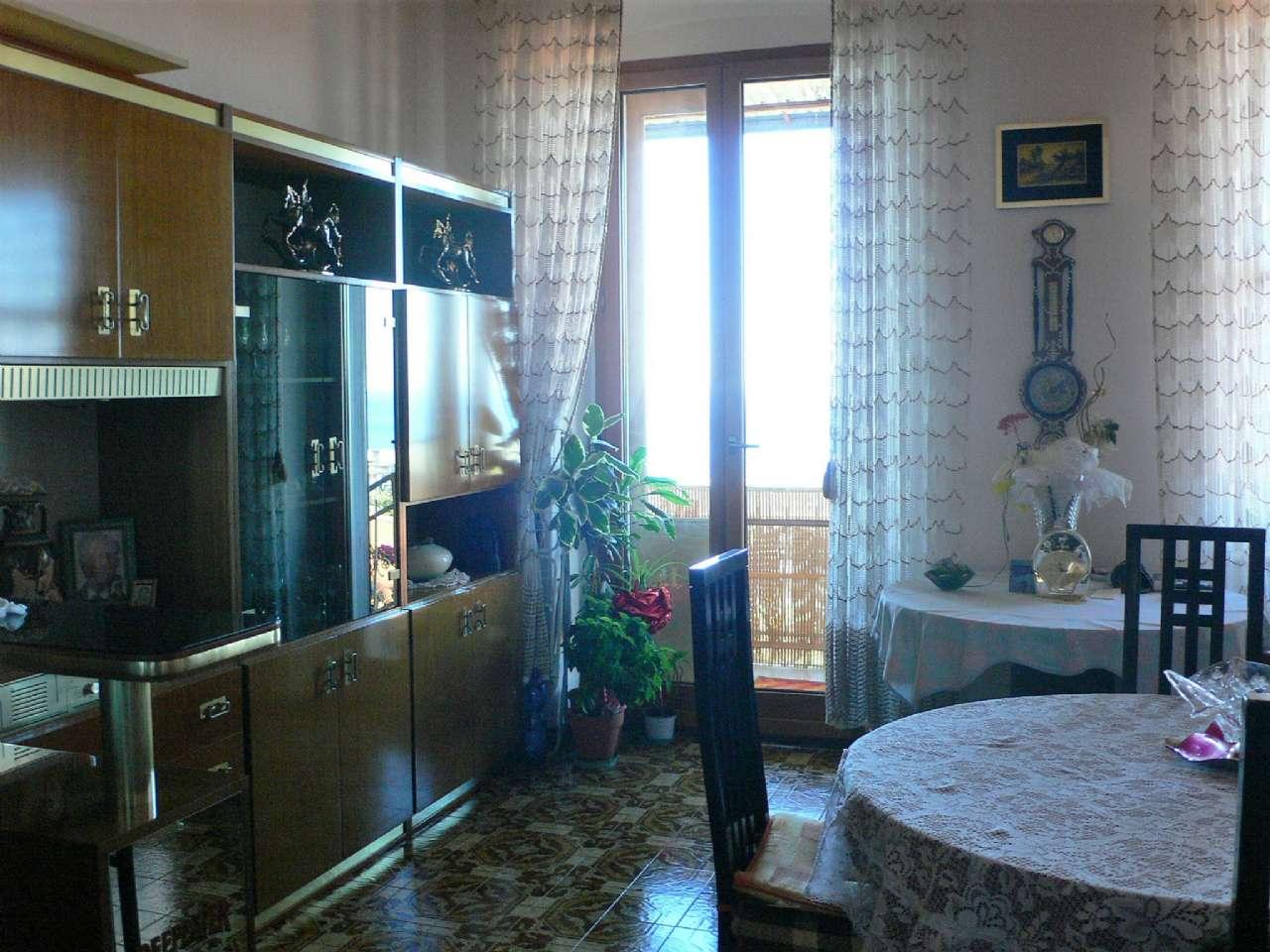 Ampio appartamento in villa con giardino vista golfo e cantina, foto 1