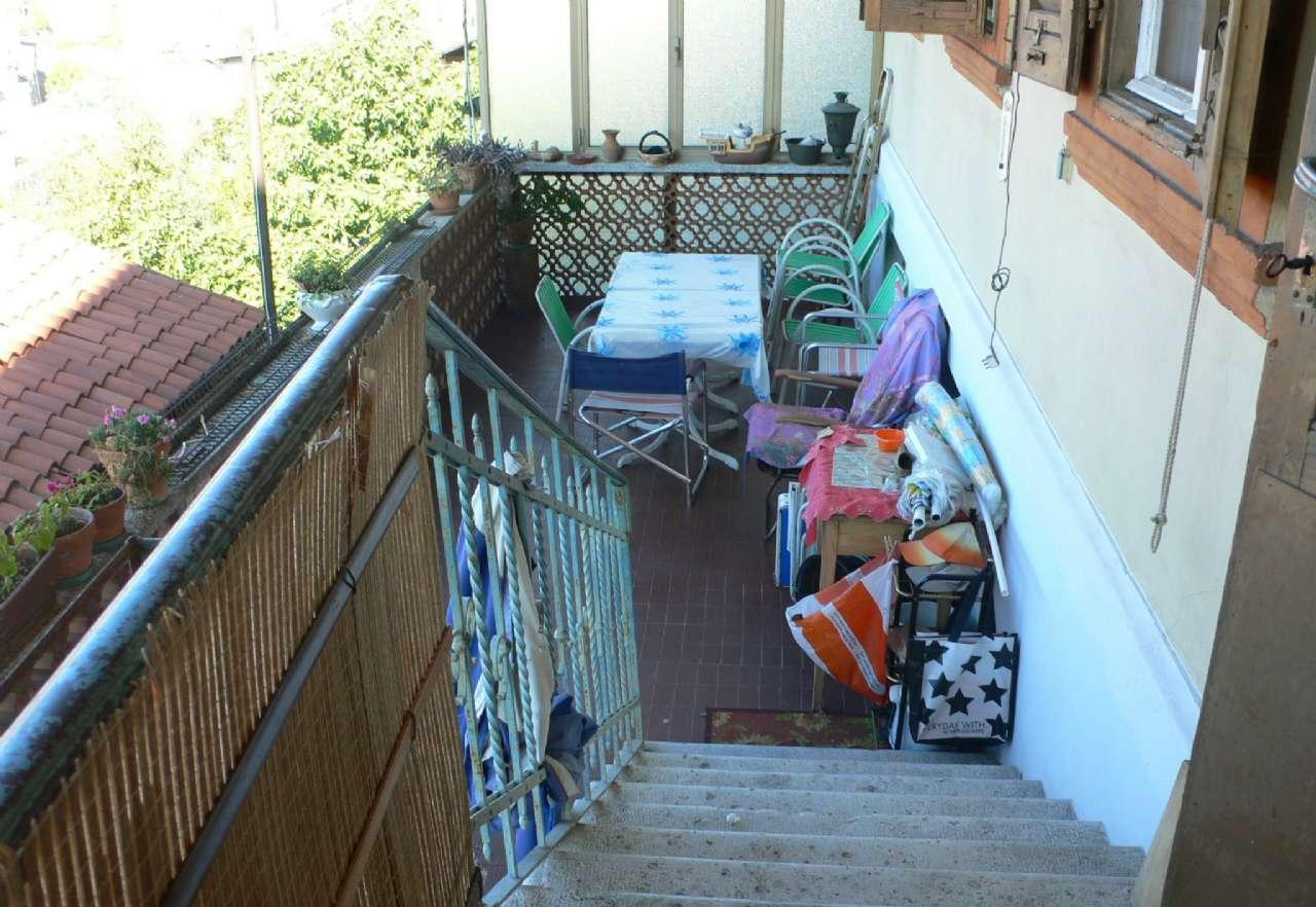 Ampio appartamento in villa con giardino vista golfo e cantina, foto 3