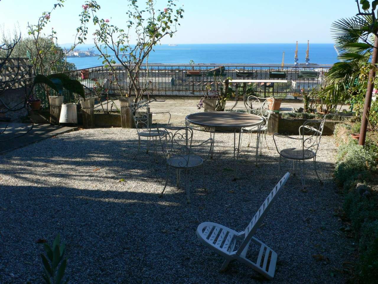 Ampio appartamento in villa con giardino vista golfo e cantina, foto 7