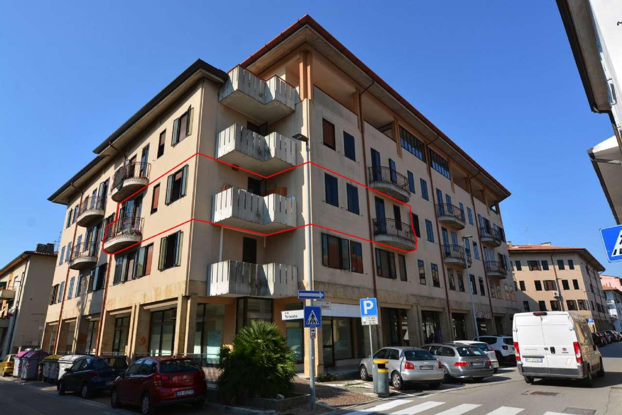 Ampio e luminoso appartamento con terrazzo in zona centrale