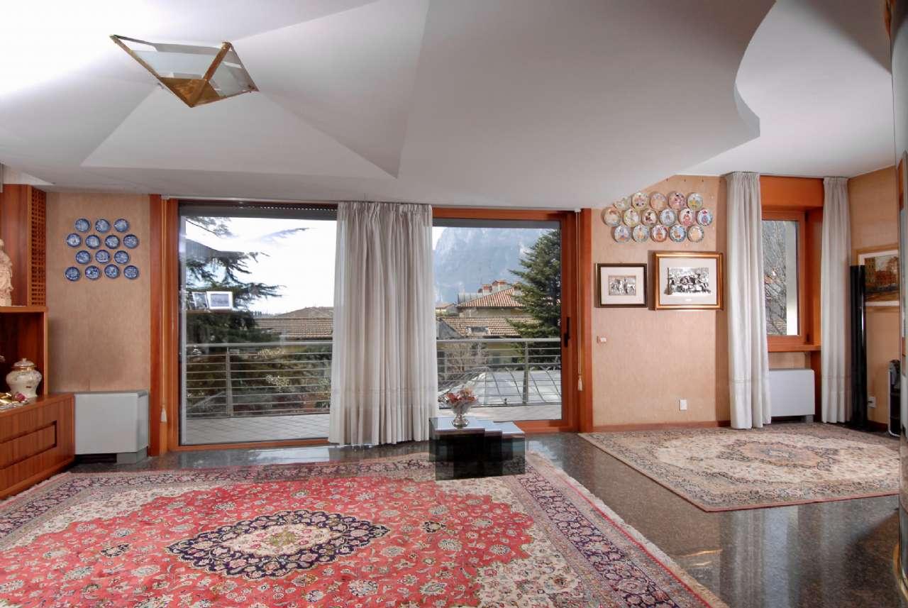 Villa esclusiva immersa nel verde con vista panoramica e parco, foto 6