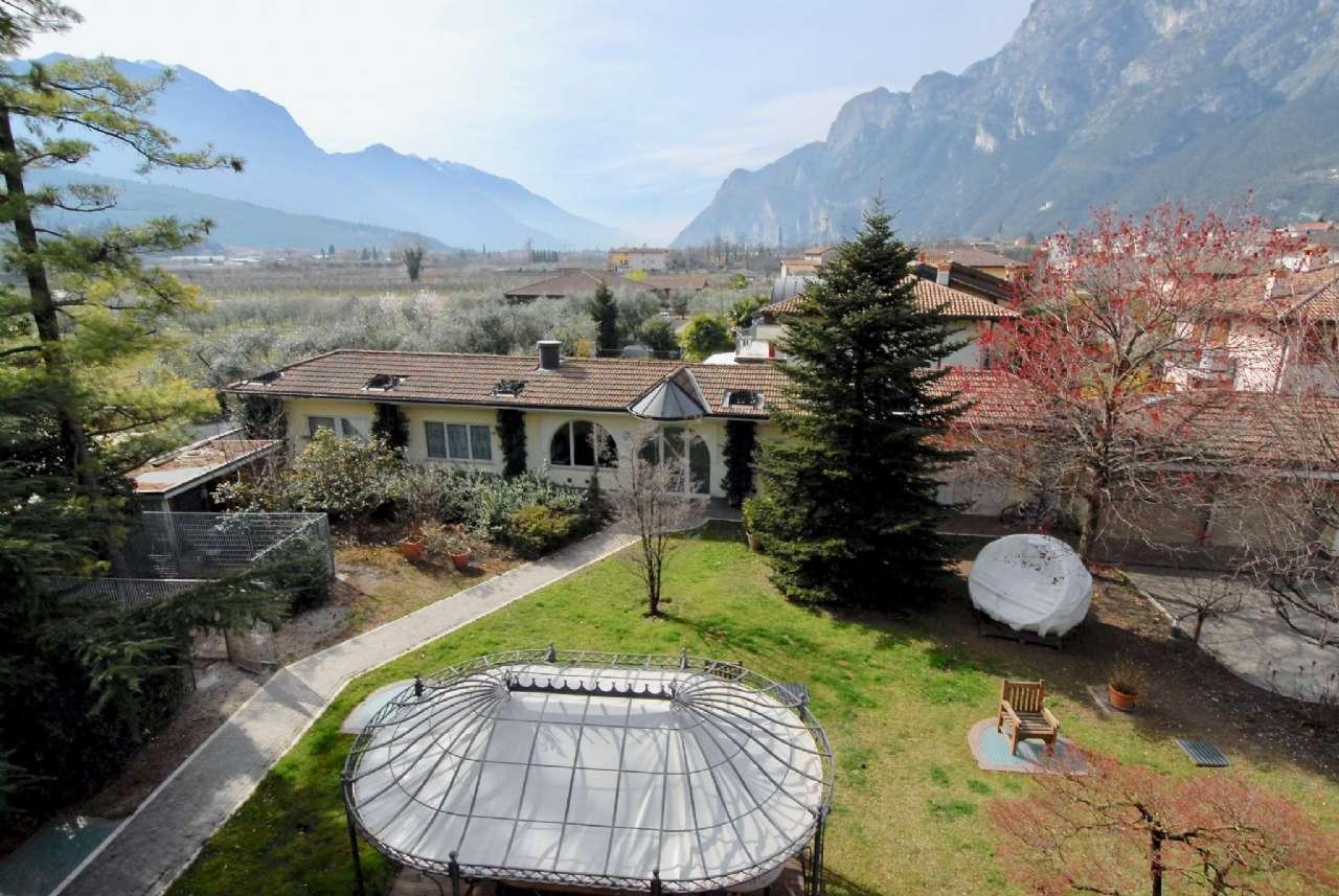 Villa esclusiva immersa nel verde con vista panoramica e parco, foto 0
