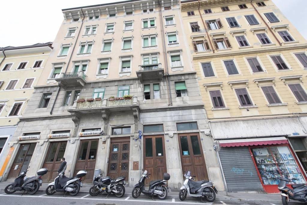 Locale commerciale al piano terra di un palazzo d'epoca, foto 11